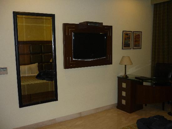 The Star Grand: wall mounted LED LCD TV with HD set top box