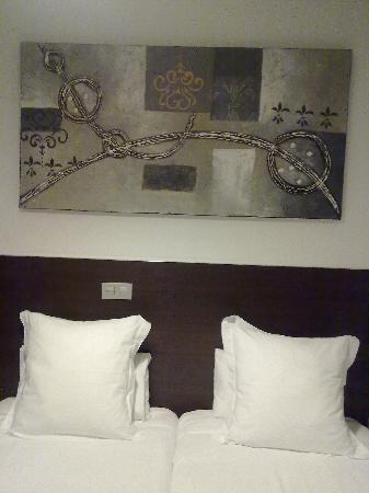 THC Latina Hostel: hotel room