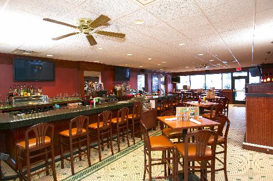 Holiday Inn Fairmont: GreenMill Bar and Restaurant