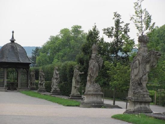 Hofgarten Veitshochheim: row of statues