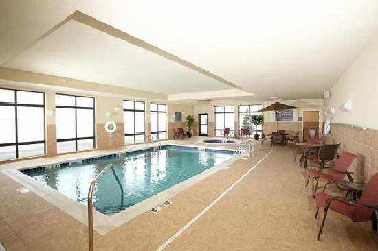 Hampton Inn Fairmont: Heated indoor pool and whirlpool