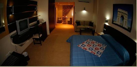 The Parisian Hotel: room