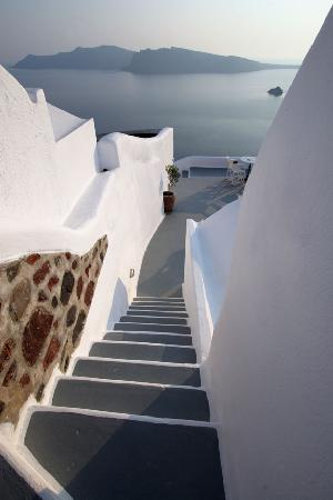 Ikies - Traditional Houses: IKIES steps with caldera view