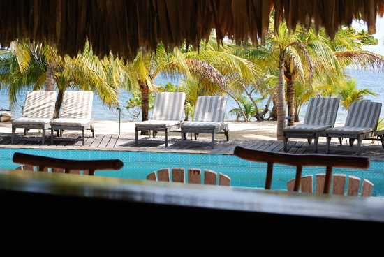 Kanantik Reef & Jungle Resort: View from inside the bar
