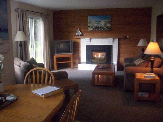 Beach Acres Resort: Living room