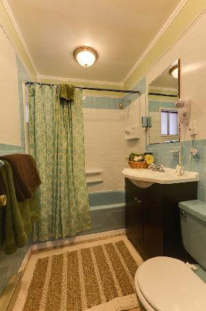 Starlite Motel: Newly renovated bathrooms