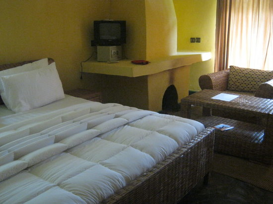 Le Bambou Gorilla Lodge: The large double bed