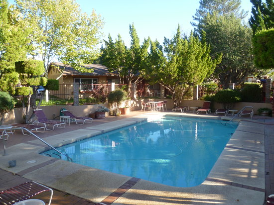 Sky Ranch Lodge: great pool area