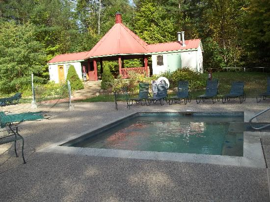 Attitash Mountain Village: AMV gazebo w/ outdoor hot tub (and outdoor swim. pool and new cabana house, not shown)
