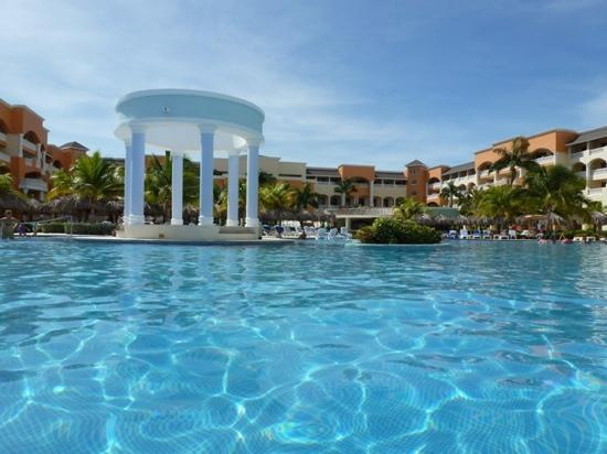 Iberostar Rose Hall Suites: pool and resort