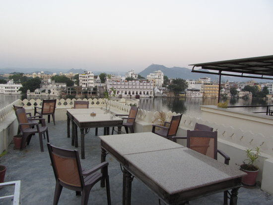 Hotel Aashiya Haveli: roof top view