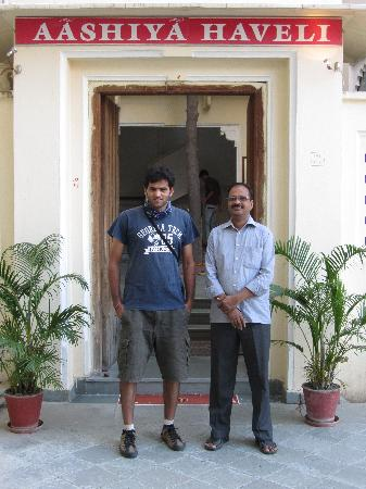 Hotel Aashiya Haveli: With the ower Satya Dev Singh JI