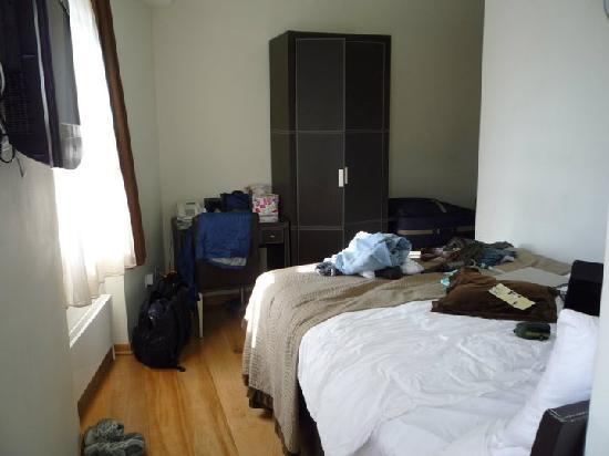 The Royale Chulan Hyde Park Hotel London: Corner Room interior 2