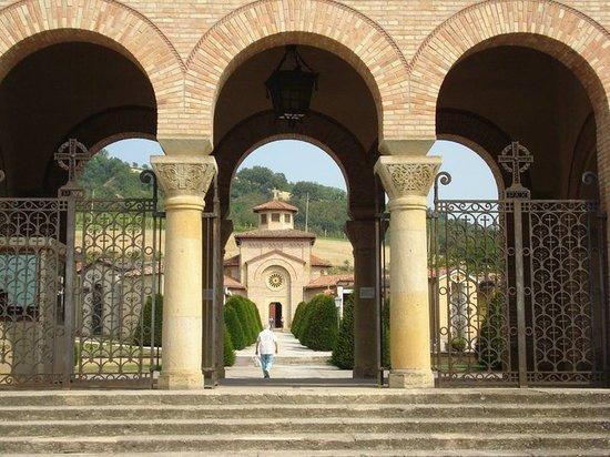 Predappio, Itália: portico e mausoleo