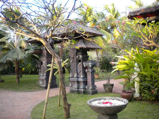 Aditya Beach Resort: le jardin