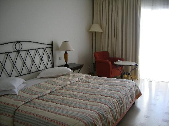 chambre lit double extra large photo de medina solaria thalasso hammamet tripadvisor. Black Bedroom Furniture Sets. Home Design Ideas