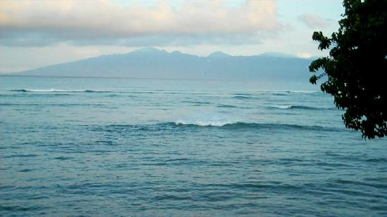 Kahana Reef: Molokai at daybreak - no clouds!