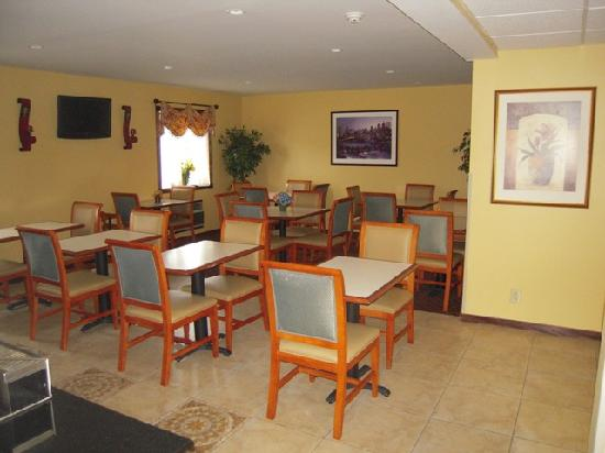 Travelodge Inn and Suites Albany : New Breakfast Area