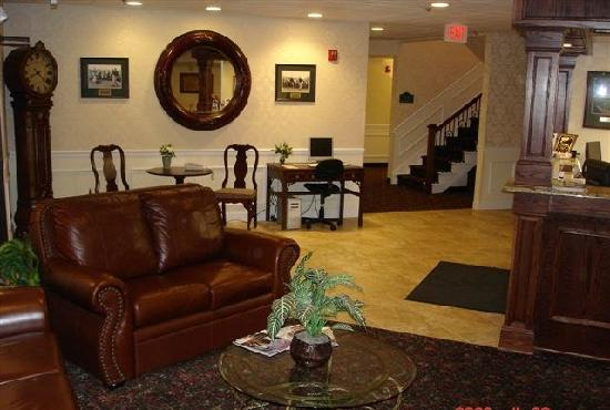 Cocca's Inns & Suites Albany Airport: Lobby & Business Center