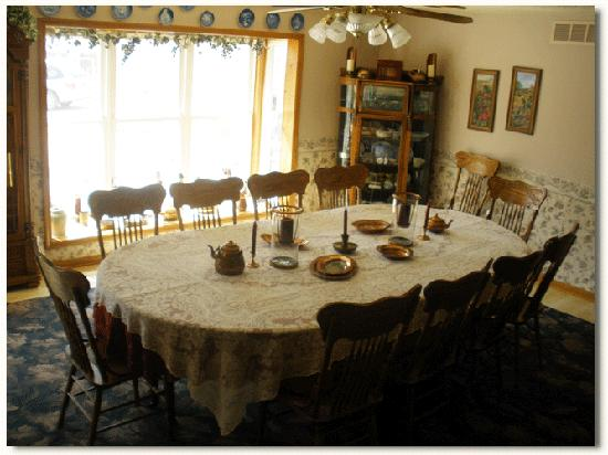 Canaan Oaks Bed & Breakfast: Formal Meeting Dining Room