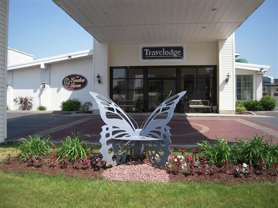 Travelodge Inn and Suites Latham : Entrance