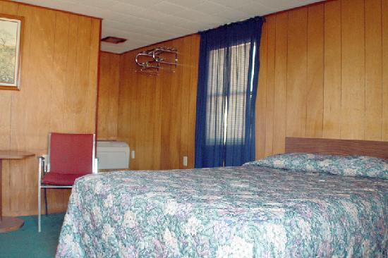 Robbers Roost Motel: Single Queen Room