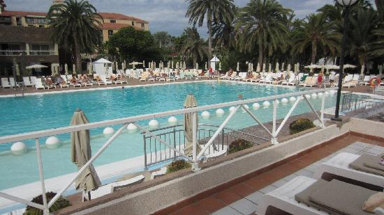 Hotel Riu Palace Oasis: The main pool