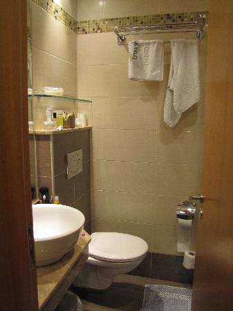 Lydia Hotel: bagno della seconda camera