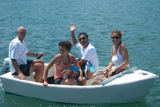 Surfari del Mar - Day Tours : dinghy out to Surfari