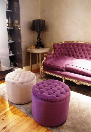 1555 Malabia House: Second lounge