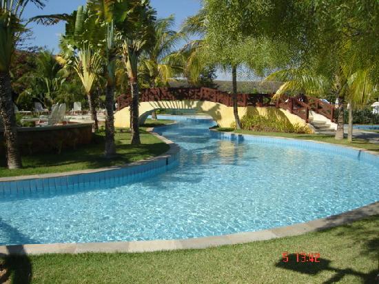 Blue Tree Park Lins: piscinas maravilhosas, água corrente