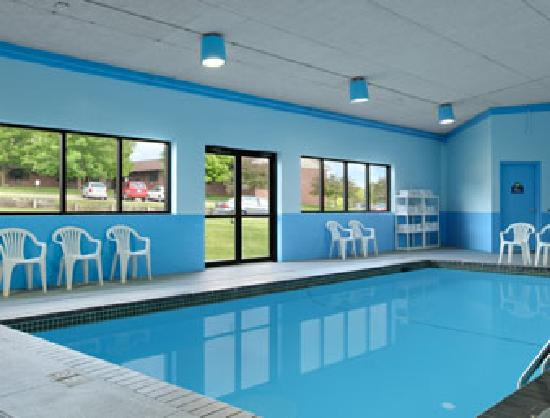 Days Inn & Suites Des Moines Airport: Very Clean Pool Room