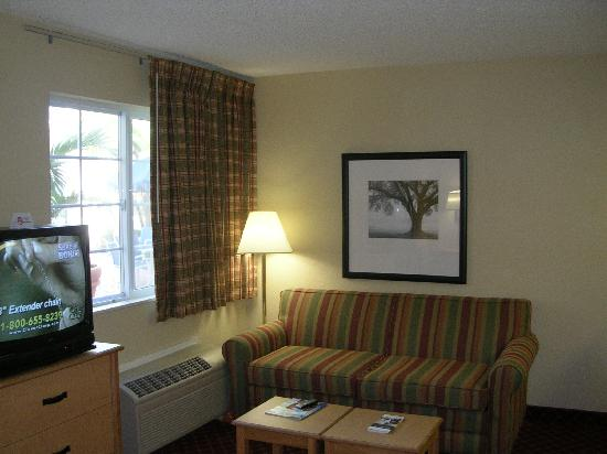 ‪‪Extended Stay America - Orlando - Lake Mary - 1040 Greenwood Blvd‬: Guest room sitting area‬