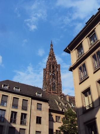 Logis Hotel Au Cerf d'Or: Catedral
