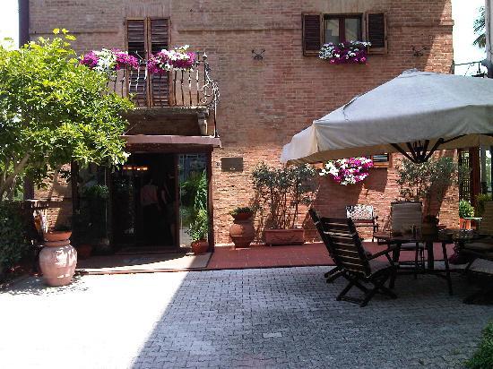 Hotel Arcobaleno: Spring