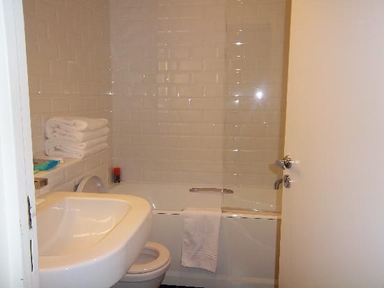 พลาซ่าทัวร์ ไอเฟล: Bathroom