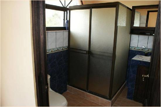 Villas Jinesta: baño privado en cada Apartamento