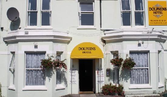Dolphins Hotel: Hotel Front