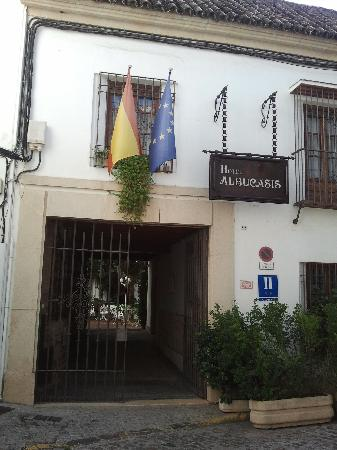 Hotel Albucasis: Entrance to hotel