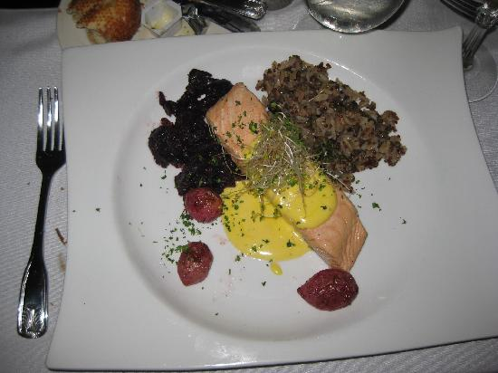 Beal House Inn: Orange Glazed Salmon