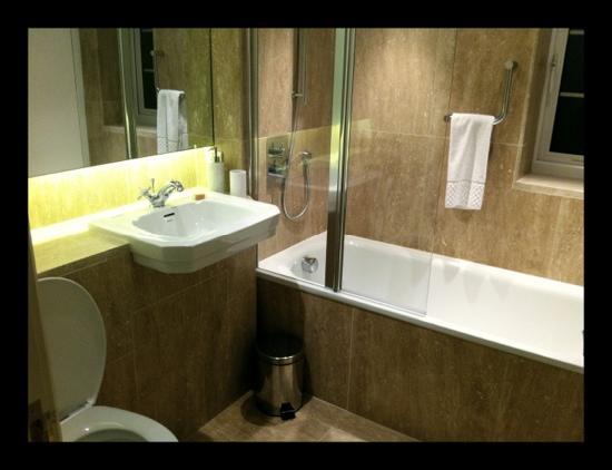 The Kilpeck Inn: very very nice bathroom with heated floor