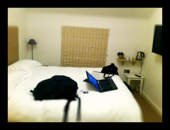 The Kilpeck Inn: nice room but don't be fooled by the laptop, wifi didn't work