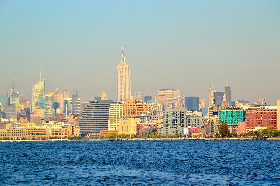 Classic Harbor Line: NY Skyline