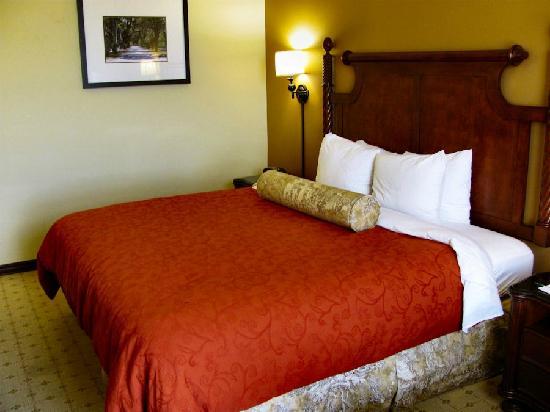 B Historic Savannah: Bed
