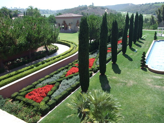Fairmont Grand Del Mar: Italian style landscaping