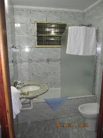 Hotel Tropical: Él baño