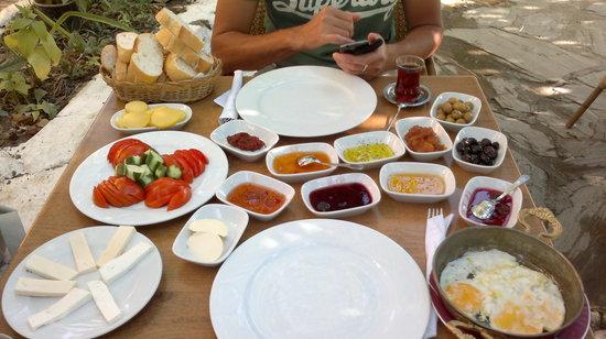 Sirincem Restaurant: Breakfast