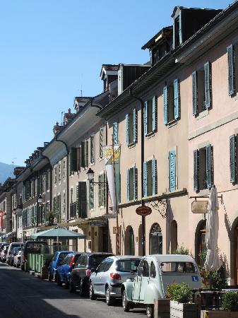 Sweet Geneva Tour : Charming street in Carouge
