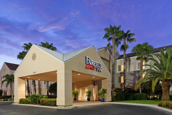 Fairfield Inn & Suites Fort Myers: Entrance
