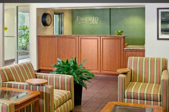 Fairfield Inn & Suites by Marriott - Fort Myers: Front Desk